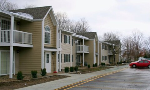 Houses Near Petoskey Highland Terrace Apartments for Petoskey Students in Petoskey, MI