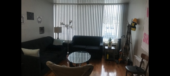 1 BR Spring/Summer Sublet close to Business School