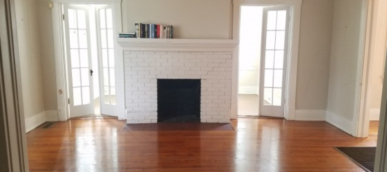 Large and Clean 3bed 1 bath for rent
